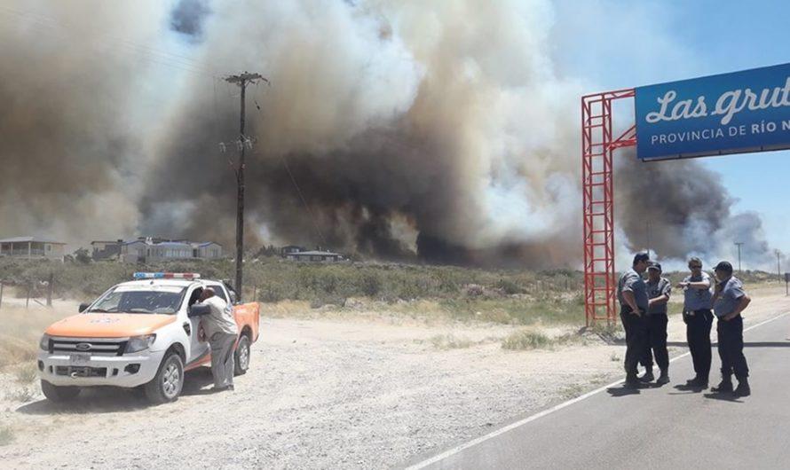 Proteccion Civil evacúa los barrios lindantes al acceso sur