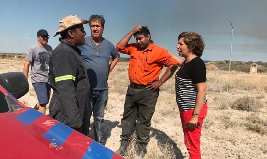 La Gobernadora supervisa las tareas para el combate del incendio en Las Grutas