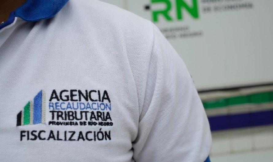 En Las Grutas, la provincia controla la exhibición de precios y el pago por debito
